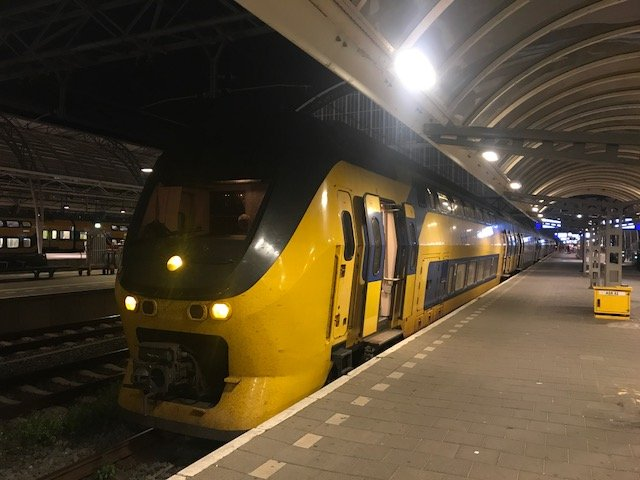 Train to the airport - overnight layover Amsterdam