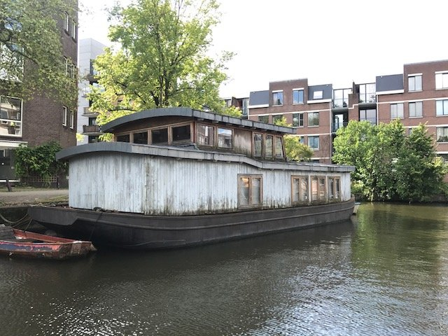 Houseboat needs maintenance to