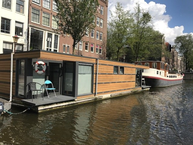 Houseboat Ark on concrete pontoon